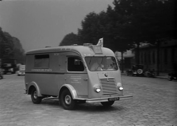 1947 renault 1000 kg ambulance r2060 in un grand patron 1951. Black Bedroom Furniture Sets. Home Design Ideas