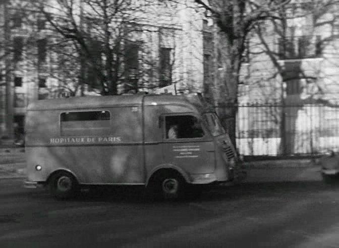 1945 renault 1000 kg ambulance 206 e1 in les intrigantes 1954. Black Bedroom Furniture Sets. Home Design Ideas