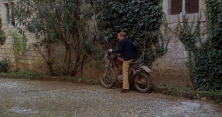 C E Un Fantasma Nel Mio Letto.Imcdb Org Unknown In C E Un Fantasma Nel Mio Letto 1981