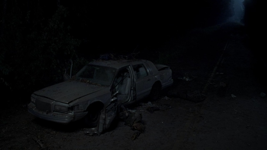 Imcdb Org 1997 Lincoln Town Car In The Walking Dead 2010 2019