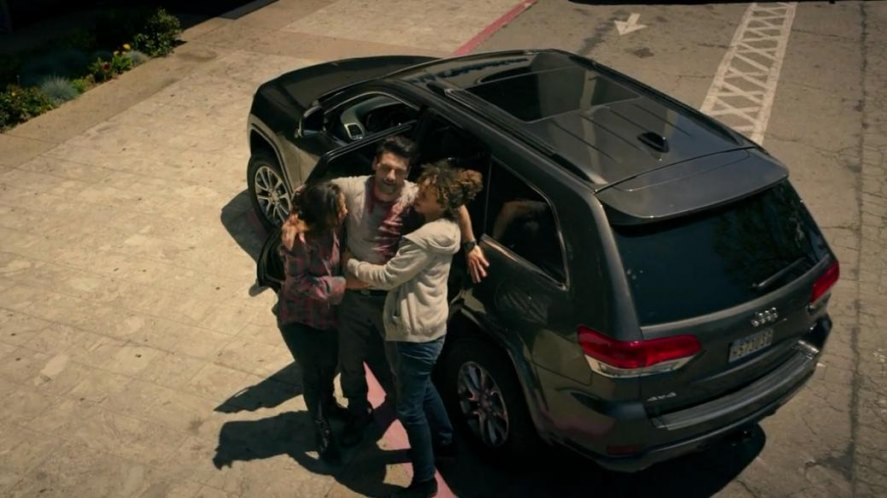 "Used Cars By Owner >> IMCDb.org: 2014 Jeep Grand Cherokee Limited [WK2] in ""The Purge: Anarchy, 2014"""