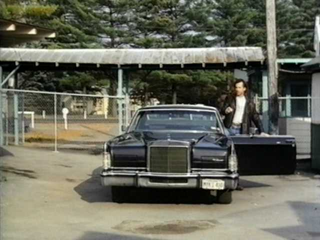 IMCDb org: 1977 Lincoln Continental Town Coupe [60B] in