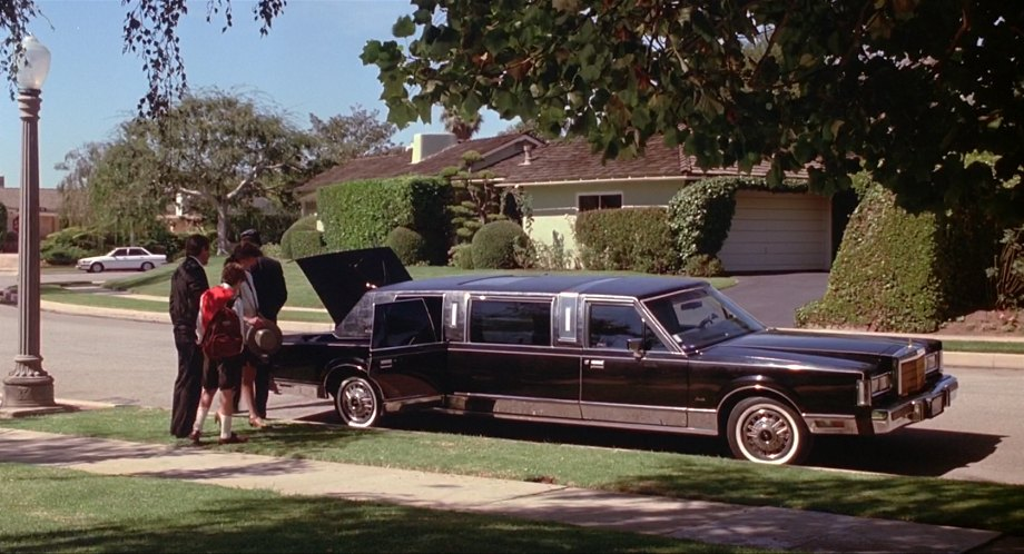 Imcdb Org 1988 Lincoln Town Car Stretched Limousine In Clifford 1994