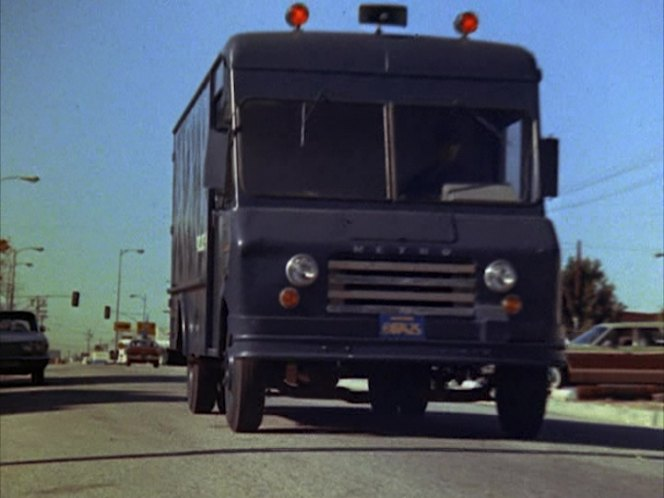 "Police Cars For Sale >> IMCDb.org: International Harvester Metro Van in ""S.W.A.T ..."
