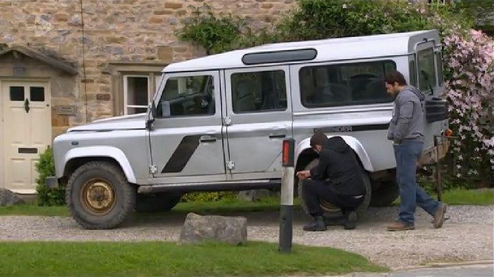 IMCDb org: 2003 Land-Rover Defender 110 Station Wagon Td5 XS