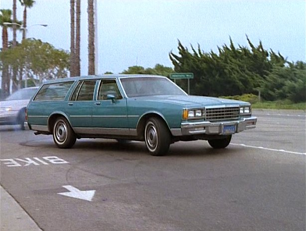 imcdb org 1985 chevrolet caprice classic station wagon in baywatch nights 1995 1997 imcdb org