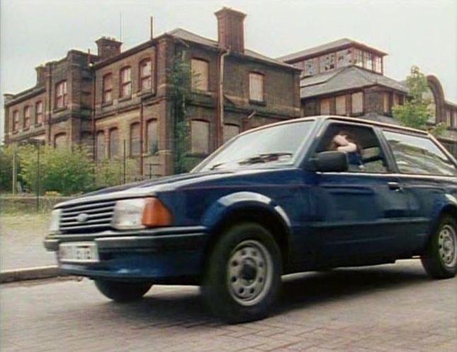 ford escort estate mkiii in london 39 s burning 1988 2002. Black Bedroom Furniture Sets. Home Design Ideas