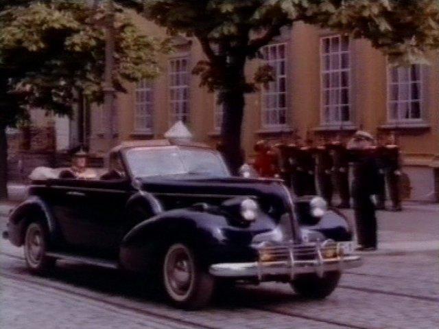 Imcdb 1939 Buick Roadmaster Sport Phaeton 80 C In Filmavisen