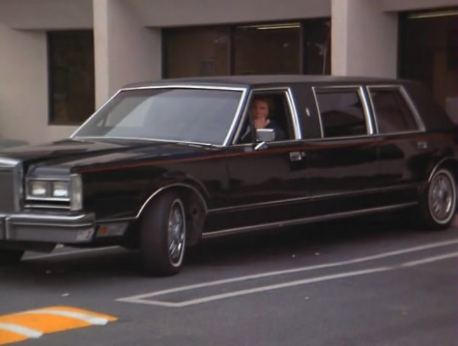 Imcdb Org 1984 Lincoln Town Car Stretched Limousine In Scarecrow