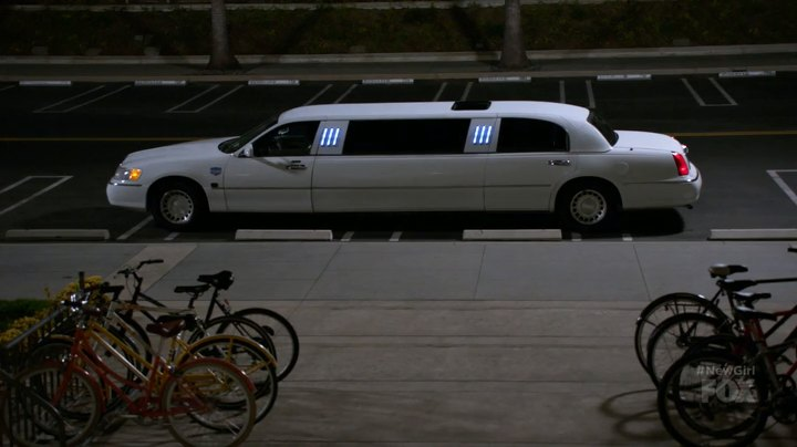 IMCDb org: 2000 Lincoln Town Car Stretched Limousine in