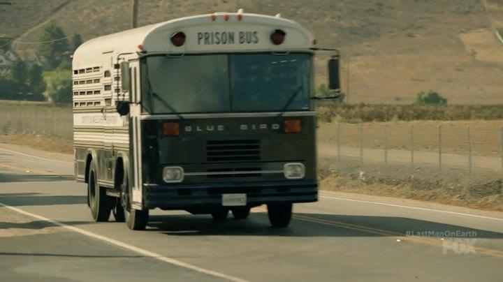 "Blue Bird Bus >> IMCDb.org: 1990 Blue Bird TC 2000 [FE] in ""The Last Man on Earth, 2015-2018"""