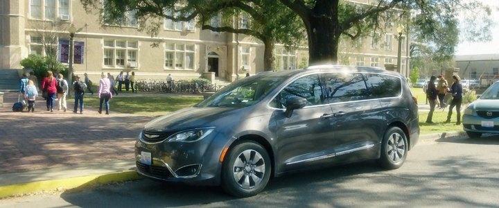 Imcdb Org 2017 Chrysler Pacifica Ru In Quot Bad Moms 2016 Quot