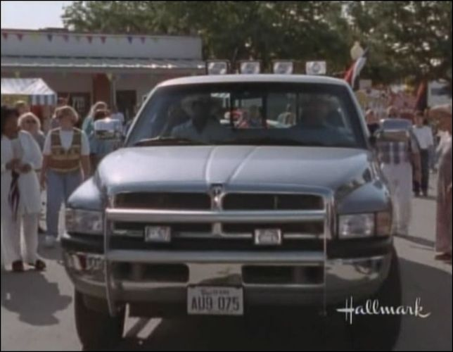 "Used Dodge Ram >> IMCDb.org: 1995 Dodge Ram 1500 Club Cab SLT in ""Walker, Texas Ranger, 1993-2001"""