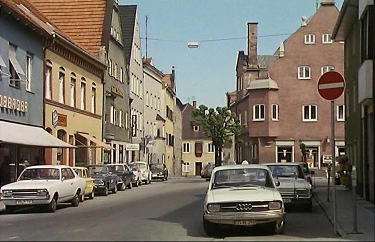 "IMCDb.org: 1970 Audi 60 F103 in ""Hausfrauen-Report 4, 1973"""
