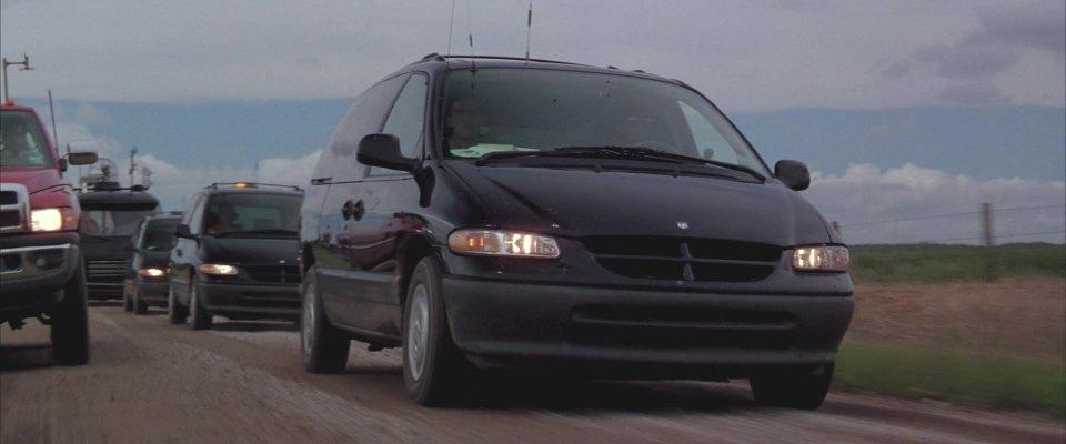 "Jack Used Cars >> IMCDb.org: 1996 Dodge Grand Caravan SE in ""Twister, 1996"""