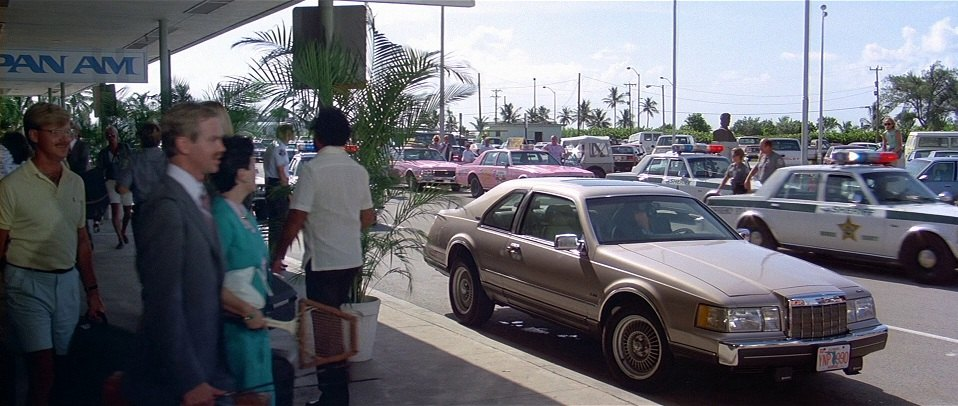 "Imdb Cars: IMCDb.org: 1988 Lincoln Mark VII LSC In ""Licence To Kill"