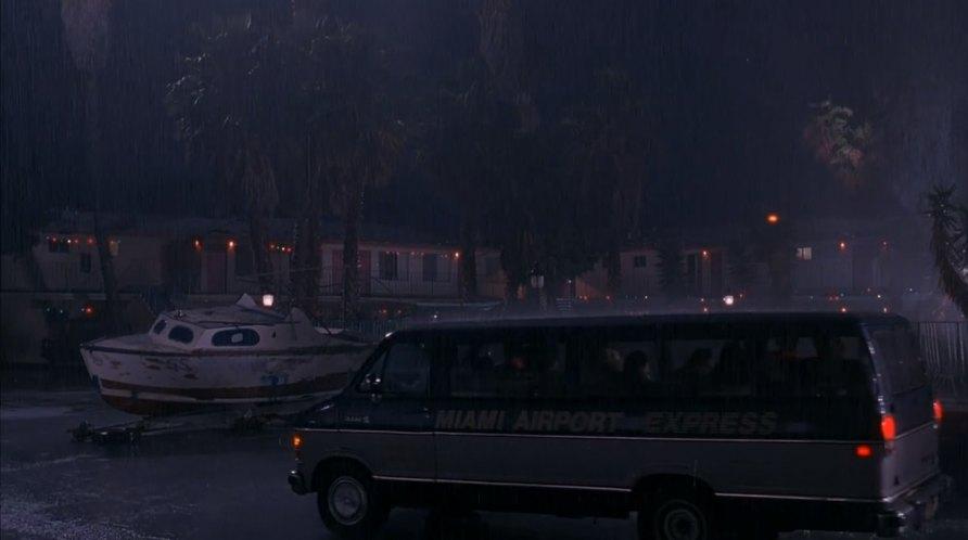 Imcdb Org 1986 Dodge Ram Wagon Maxiwagon In Quot Home Alone 2