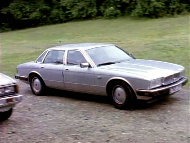 "IMCDb.org: 1987 Jaguar Sovereign 3.6 XJ40 in ""Lovejoy, 1986-1994"""