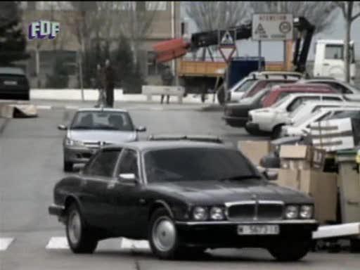 """IMCDb.org: 1988 Jaguar XJ6 XJ40 in """"Antivicio, 2000"""""""