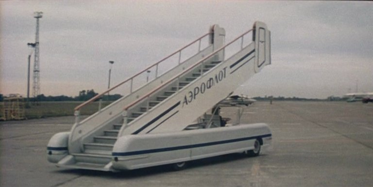 KhAZ SPT-104 Mobile airplane stairs