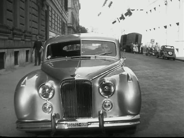 """IMCDb.org: 1952 Jaguar Mk.VII in """"Le infedeli, 1953"""""""