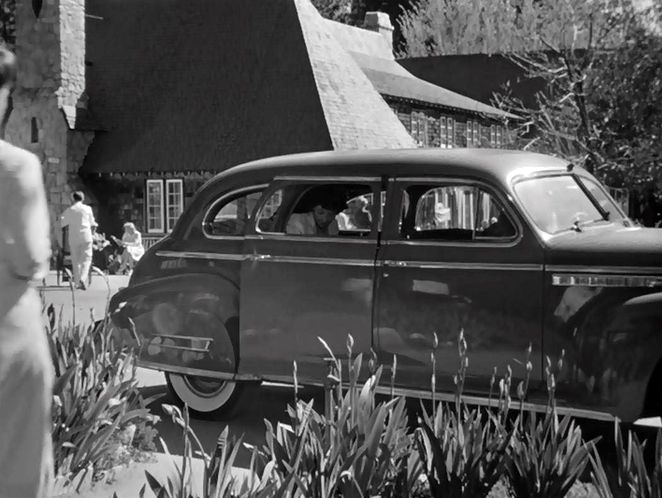 "IMCDb.org: 1941 Buick Limited Sedan [91] in ""Now, Voyager, 1942"""