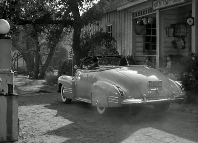 IMCDb.org: 1941 Cadillac Series 62 Convertible De Luxe Coupe ...