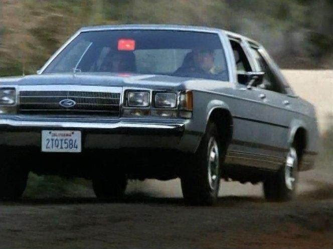 I on 1990 Ford Ltd Crown Victoria