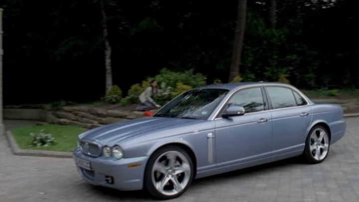 """IMCDb.org: 2009 Jaguar XJ 2.7 TDVi Sovereign X358 in """"A Touch of Frost, 1992-2010"""""""