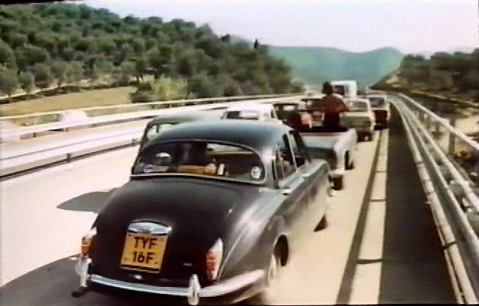 """IMCDb.org: 1967 Jaguar 240 Mk.II in """"Mordi e fuggi, 1973"""""""